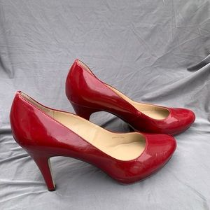 Ellen Tracy red patent leather heels 9.5